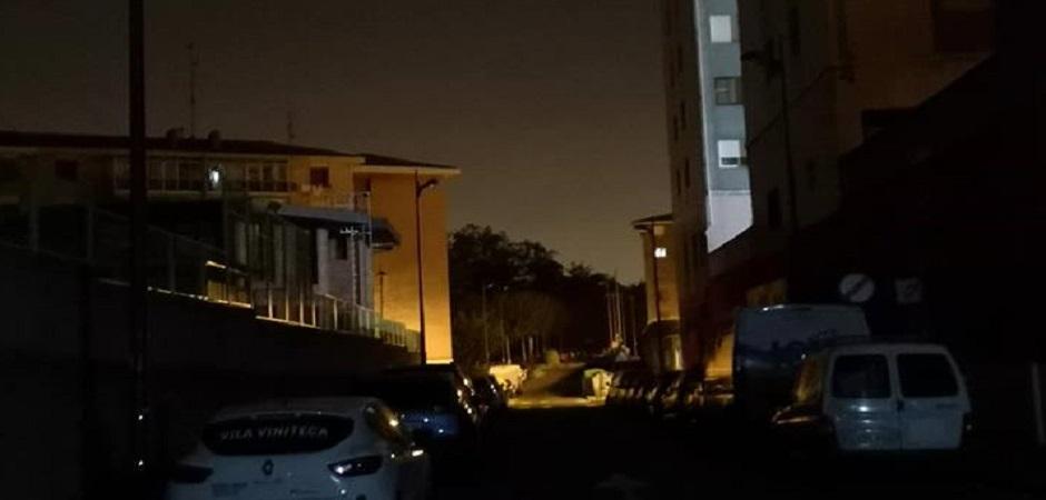 LA FALTA DE LUZ EN LAS CALLES DE BARAKALDO SE AGRAVA AL SUFRIR APAGONES CUATRO BARRIOS EN SOLO UNA SEMANA
