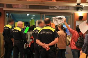 expulsión pleno policía barakaldo