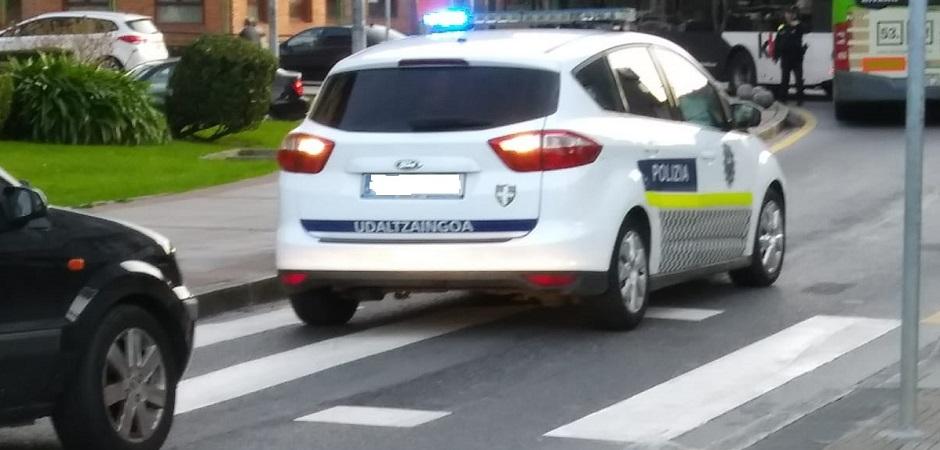 LA POLICÍA LOCAL DE BARAKALDO EMPIEZA A USAR DOS COCHES-PATRULLA ANTIGUOS DE VALENCIA CON 200.000 KILÓMETROS